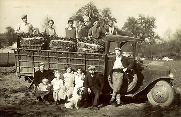 Goussainville – avril 1937 :  Les cressonniers.